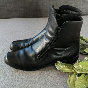 Munro zippered leather black boot